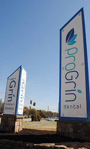 iGrin Dentistry's signs